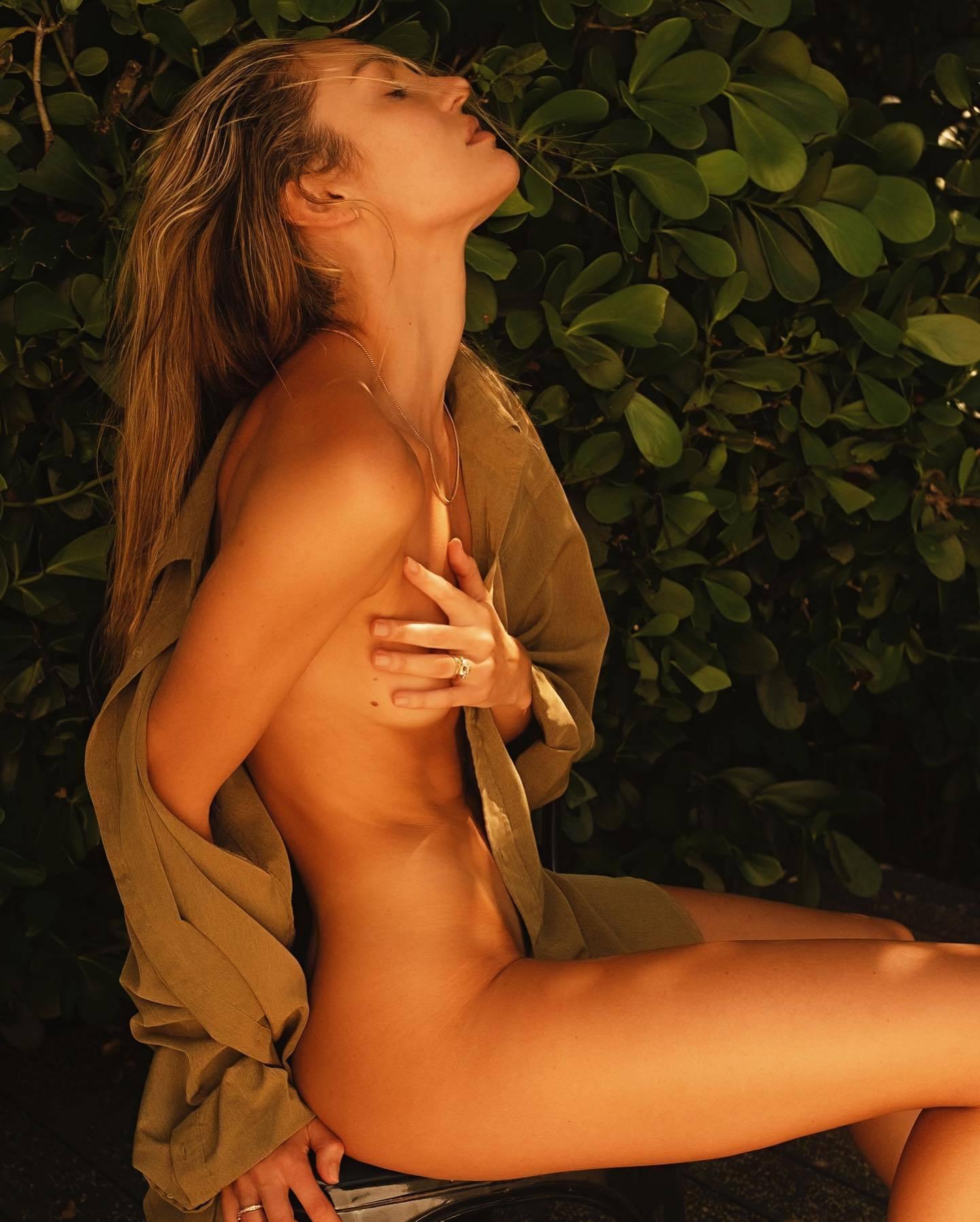 Candice Swanepoel Topless Hand Bra
