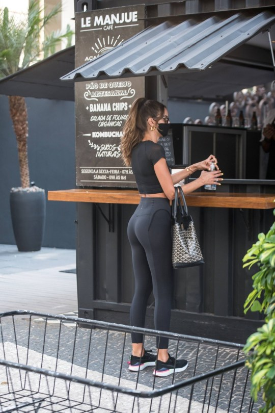 Izabel Goulart Sexy In Leggings