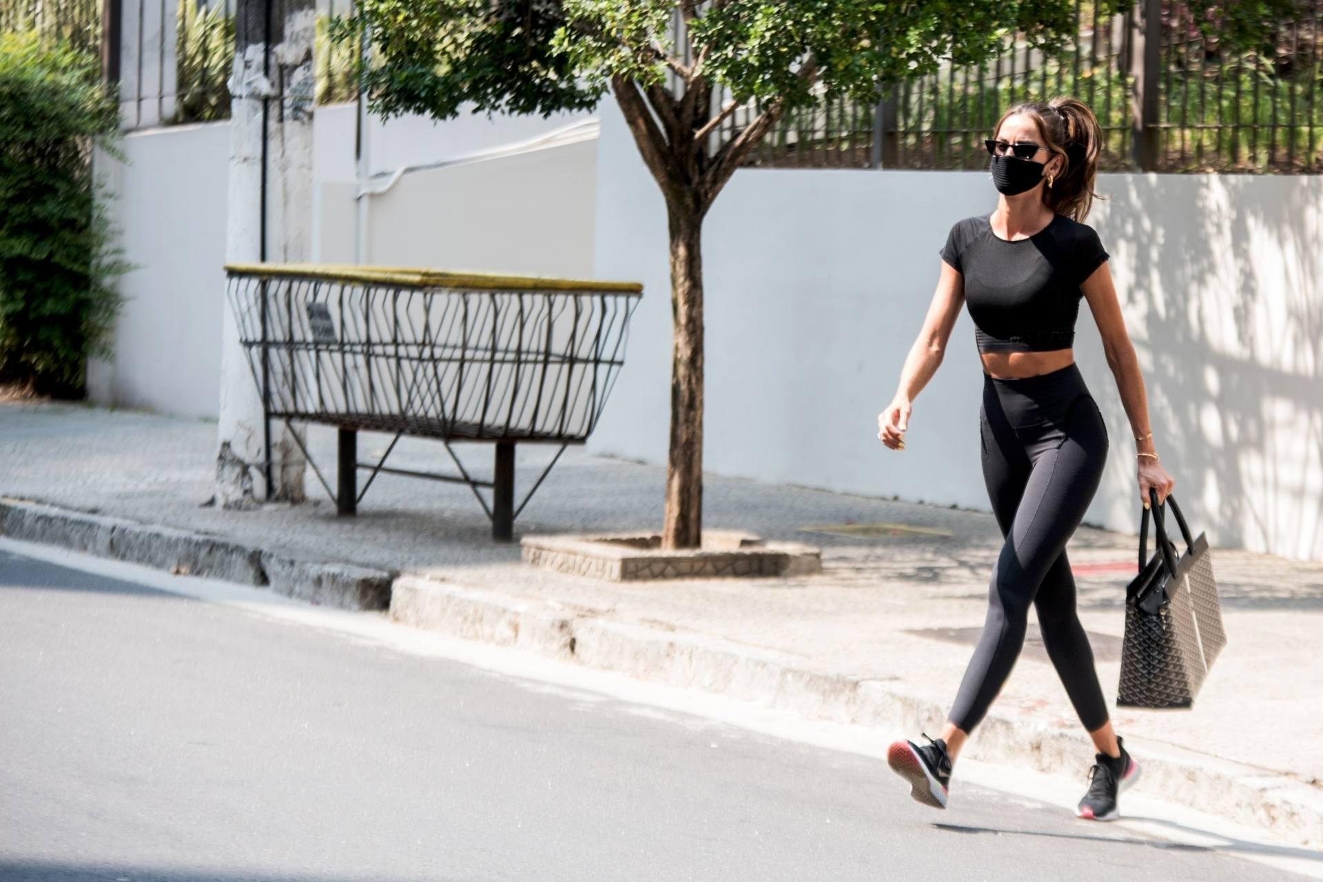 Izabel Goulart Sexy In Leggings