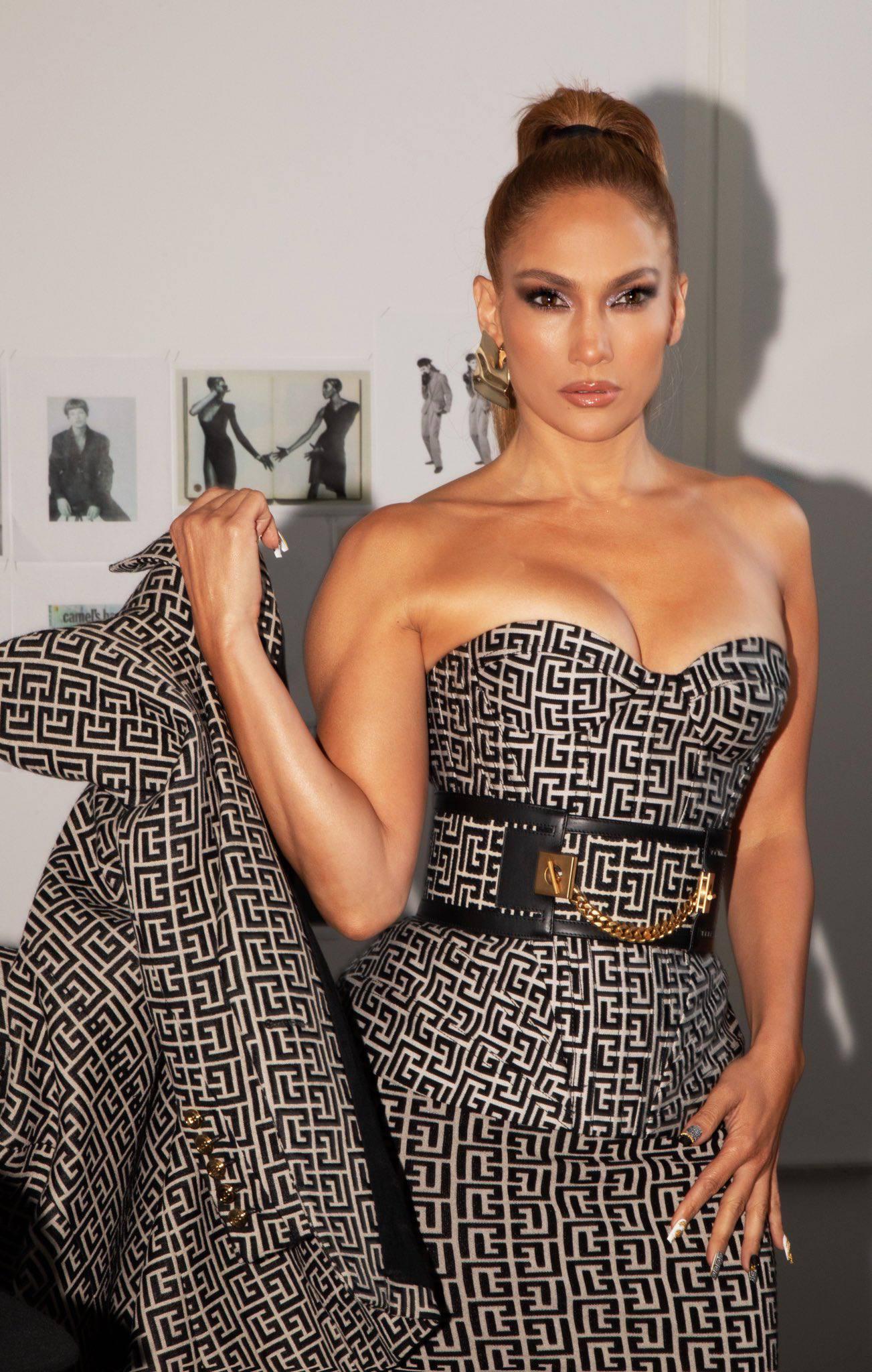 Jennifer Lopez Sexy Cleavage