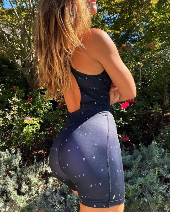 Nina Agdal Sexy Ass In Shorts