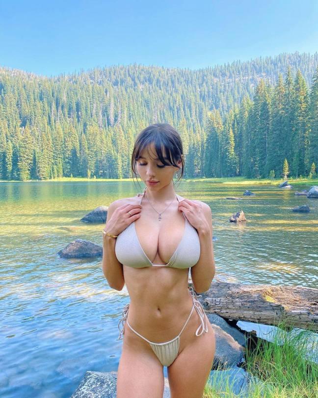 Sophie Mudd Beautiful Boobs In Bikini