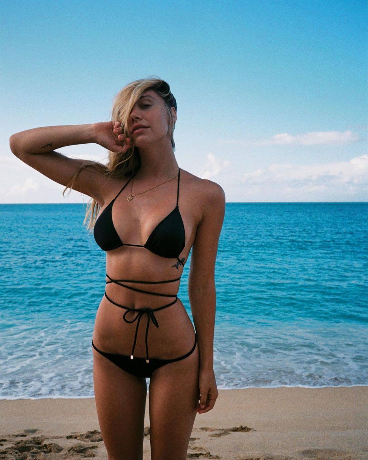 Alexi Ren Sexy In Tiny Bikini