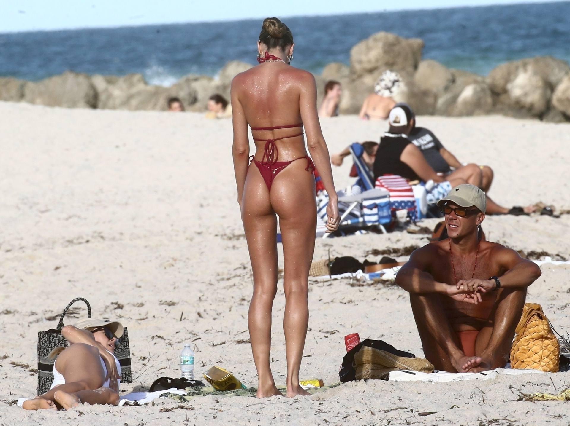 Candice Swanepoel Perfect Body