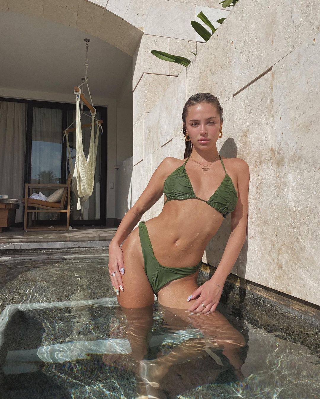 Delilah Belle Hamlin Sexy In Bikini