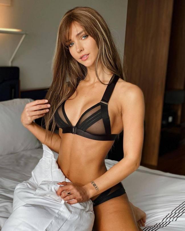 Rachel Cook Sexy Bra
