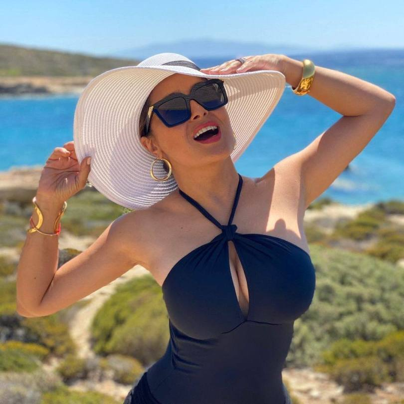 Salma Hayek Big Breasts In Swimsuit