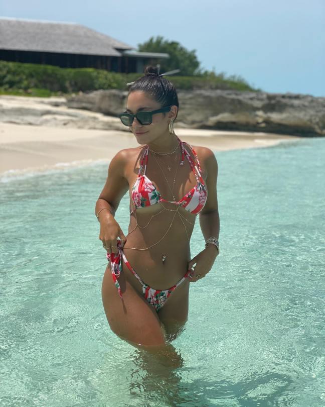 Vanessa Hudgens Sexy In Biini