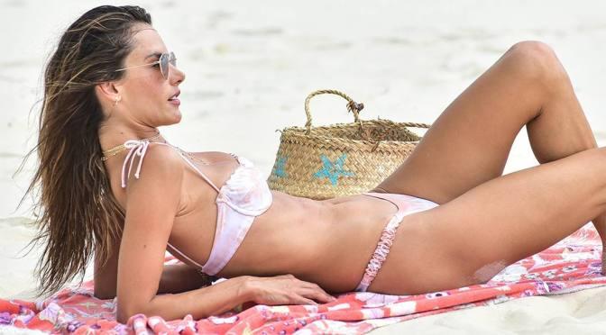 Alessandra Ambrosio Sexy Body In Bikini