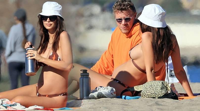 Emily Ratajkowski Sexy Boobs In Bikini