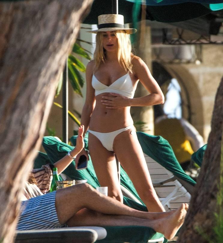 Kimberley Garner Sexy Boobs In Bikini