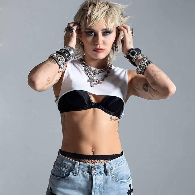 Miley Cyrus Sexy In Black Bra