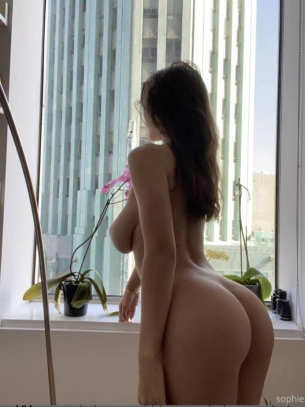 Sophie Mudd Naked Body