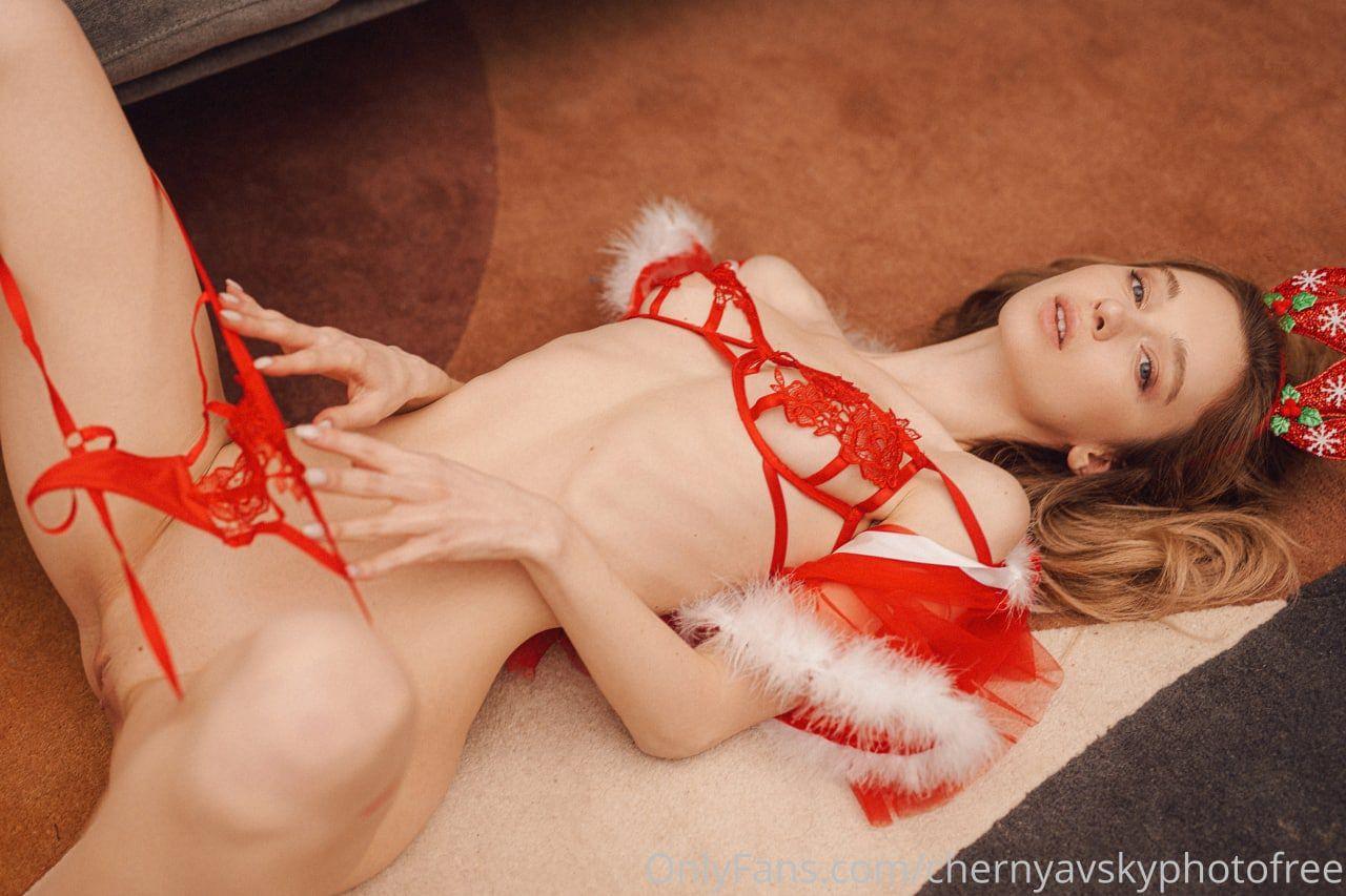 Anna Tsaralunga Naked Erotic Photos