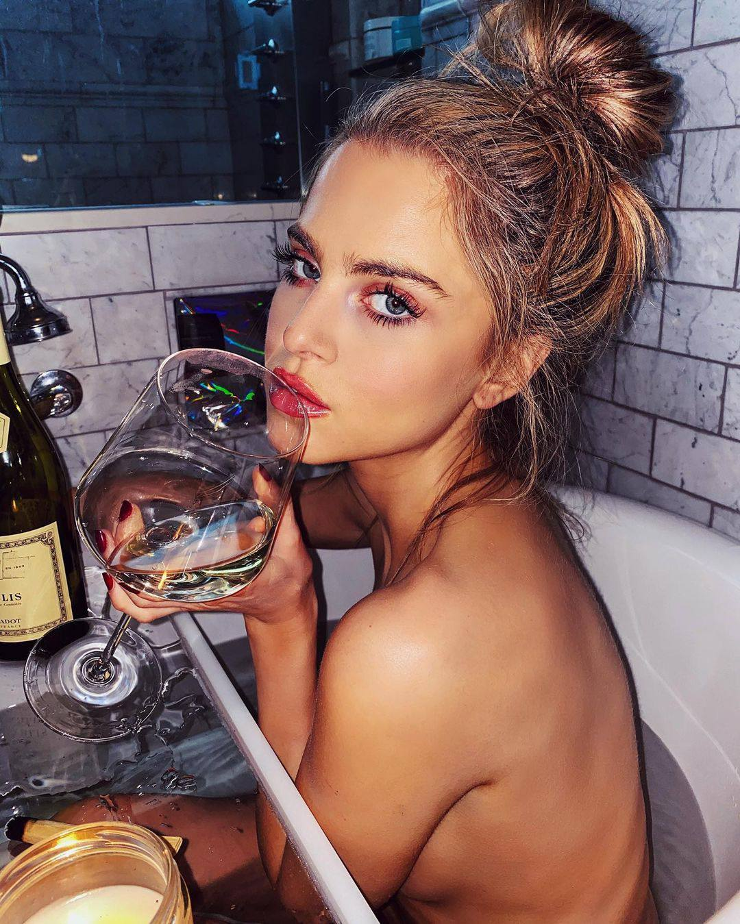 Anne Winters Sexy Body