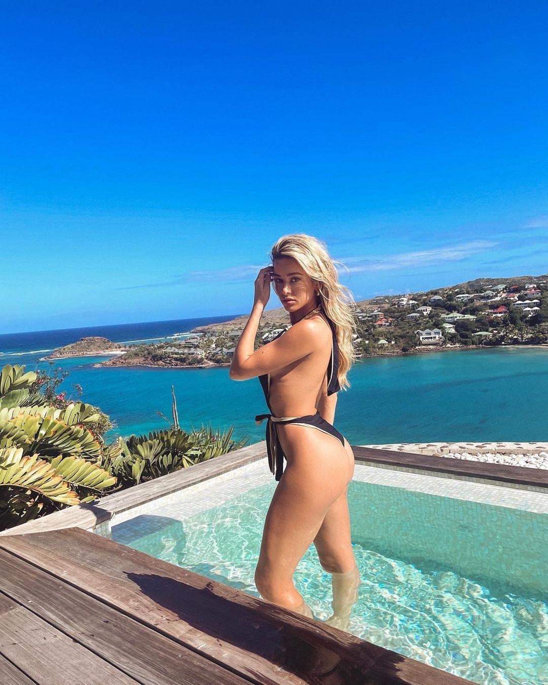 Cindy Prado Beautiful In Swimsuit