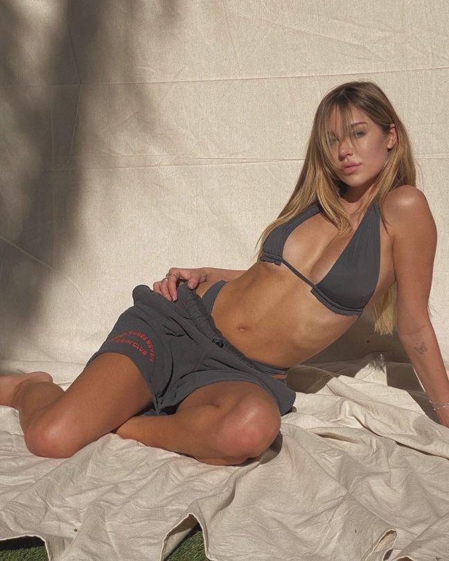 Delilah Belle Hamlin Sexy Body