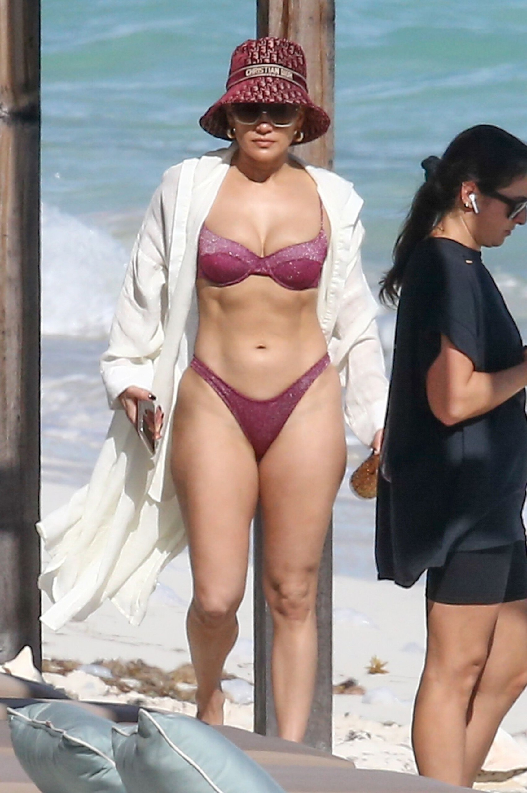 Jennifer Lopez Sexy Tiny Bikini