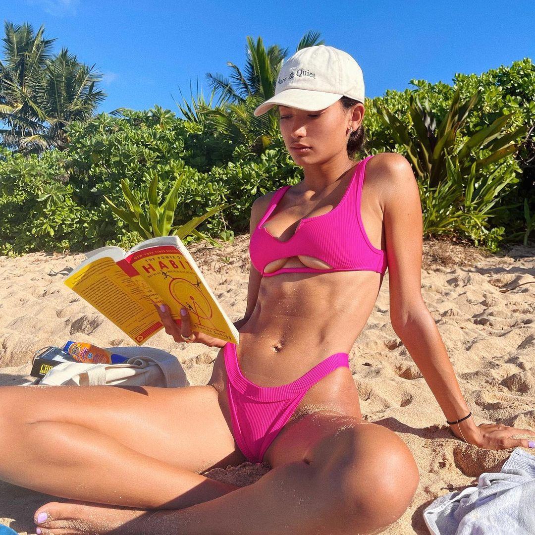 Kelly Gale Sexy In Bikini