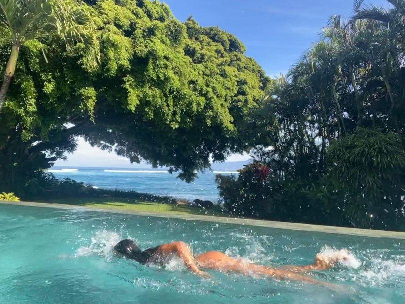 Lais Ribeiro Sexy In Pool