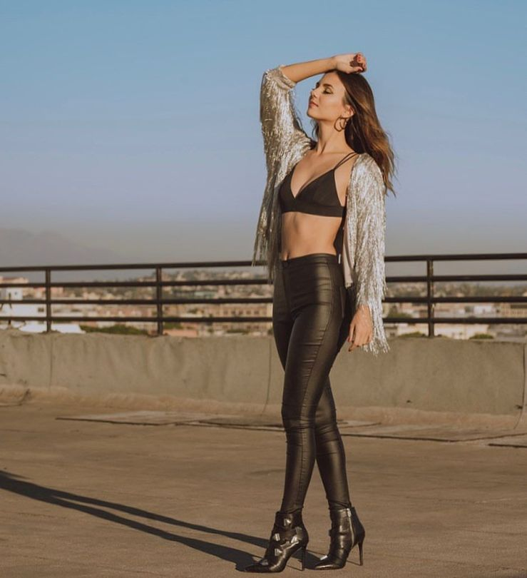 Victoria Justice Sexy In Bra And Leather Pants