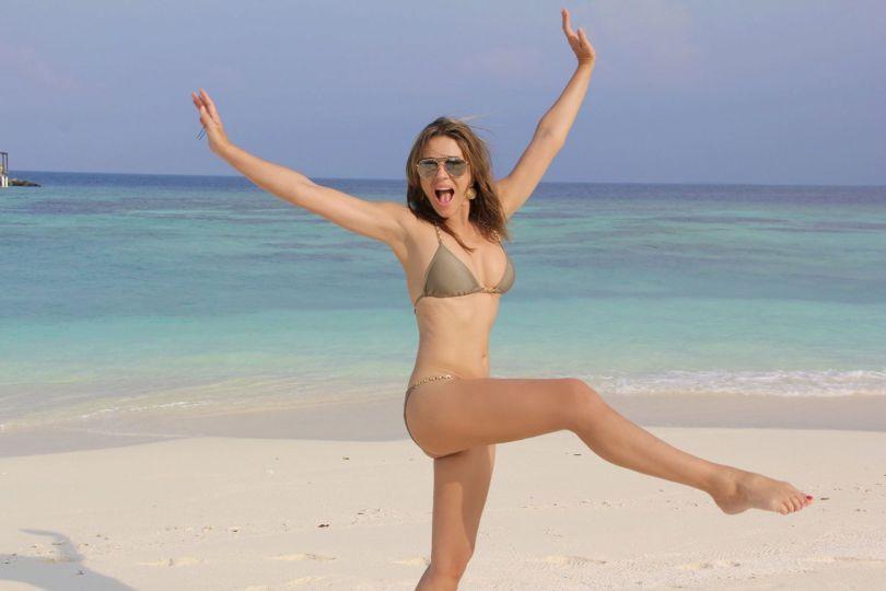 Elizabeth Hurley Sexy On Beach