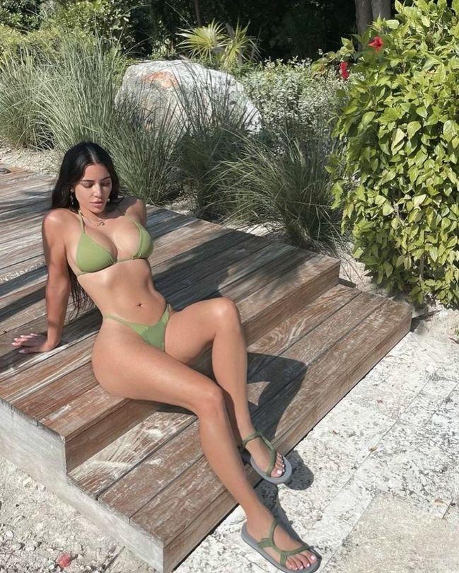 Kim Kardashian Beautiful Bikini Body