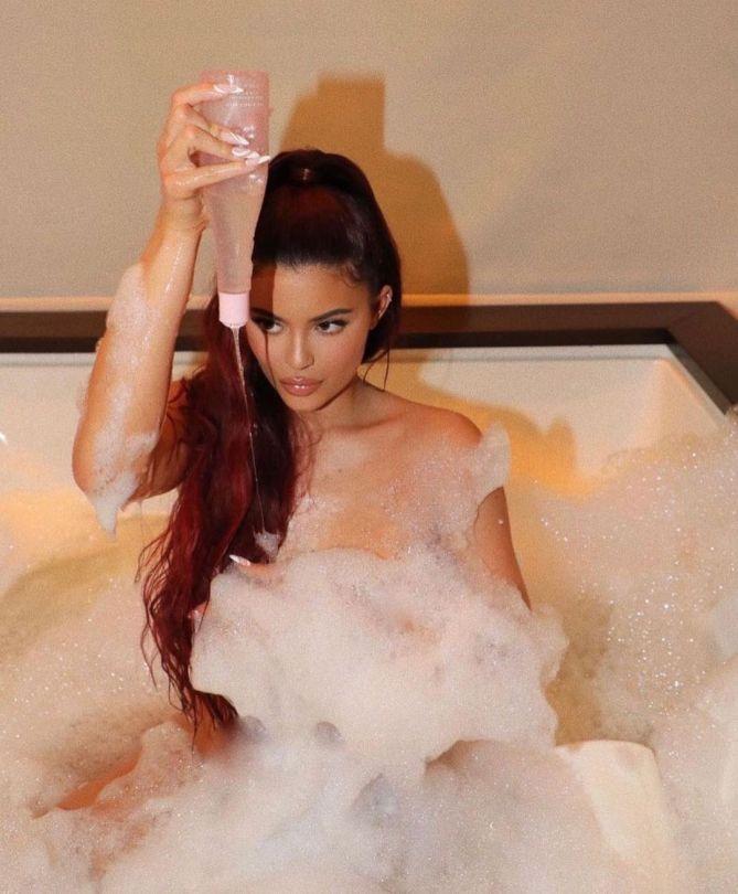 Kylie Jenner In Bath Tub