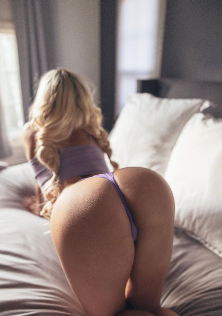 Lindsey Pelas In Tiny Thong