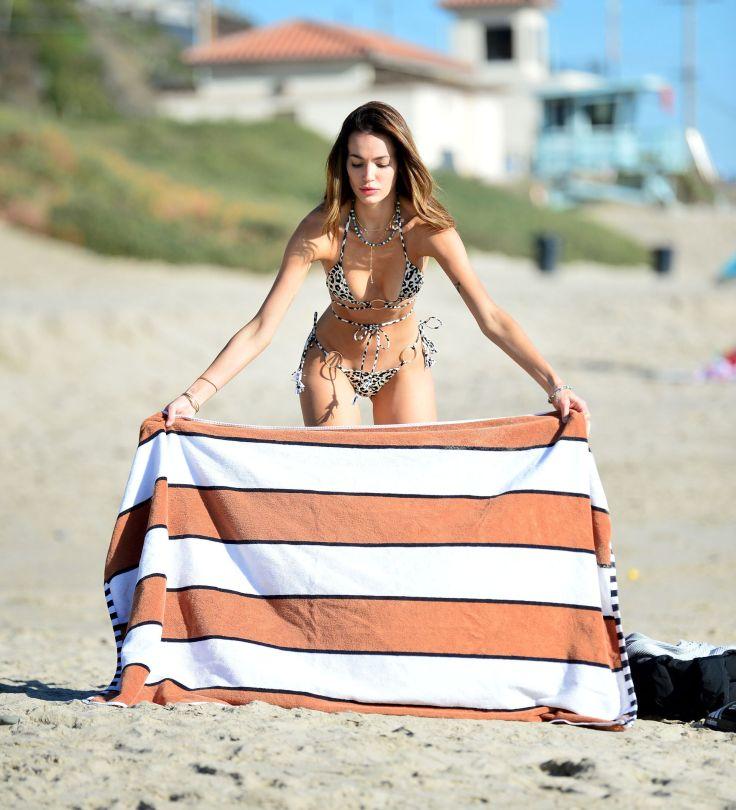 Marianne Fonseca Sexy In Bikini