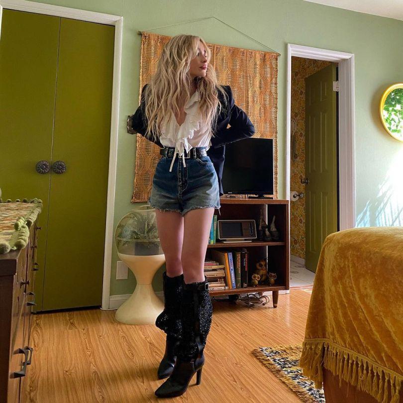 Sabrina Carpenter Sexy In Shorts And Boots