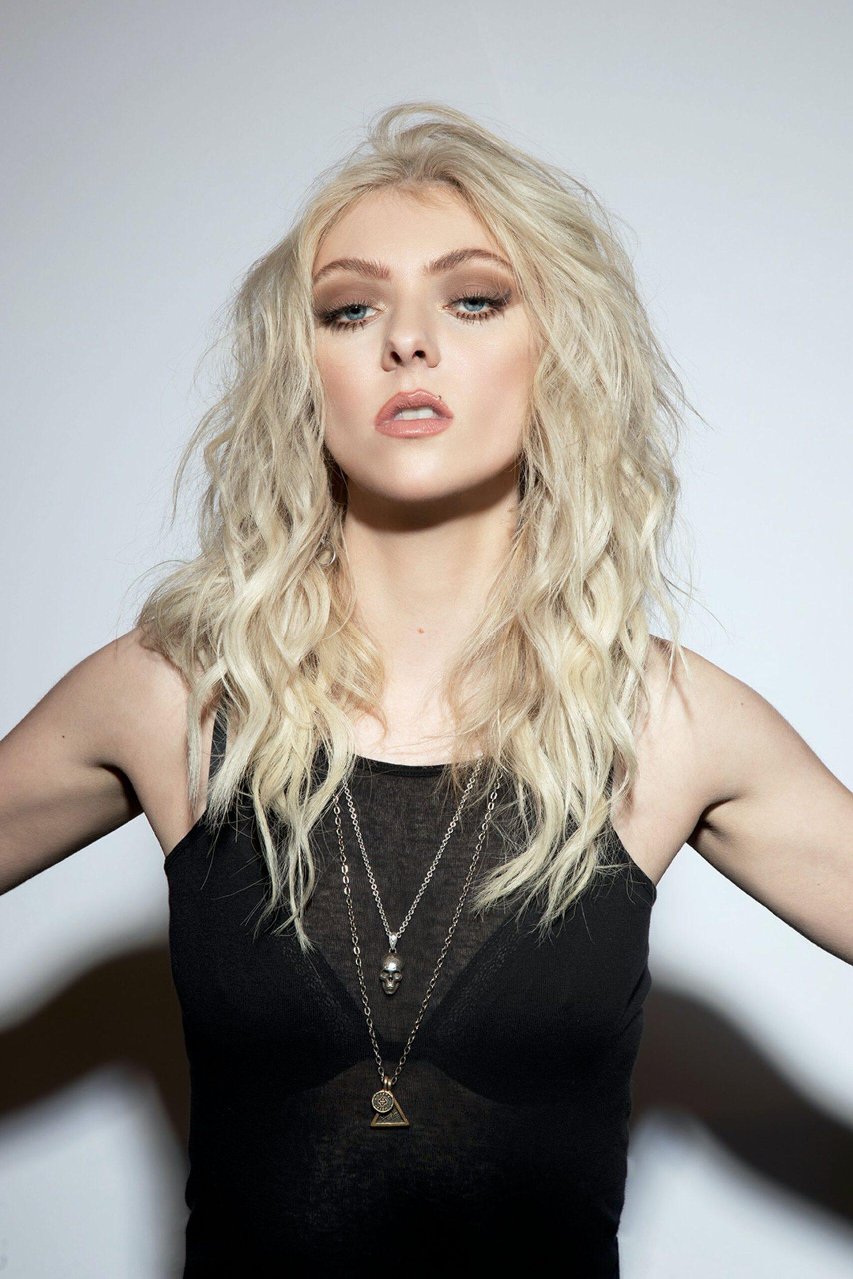 Taylor Momsen Sexy