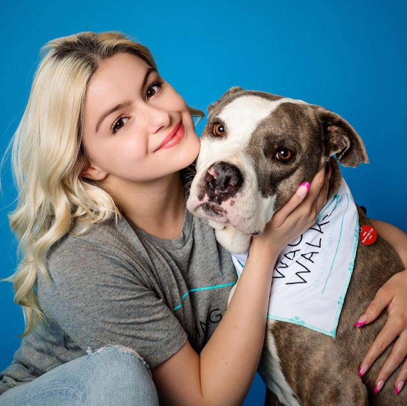Ariel Winter Beautiful With Her Dog