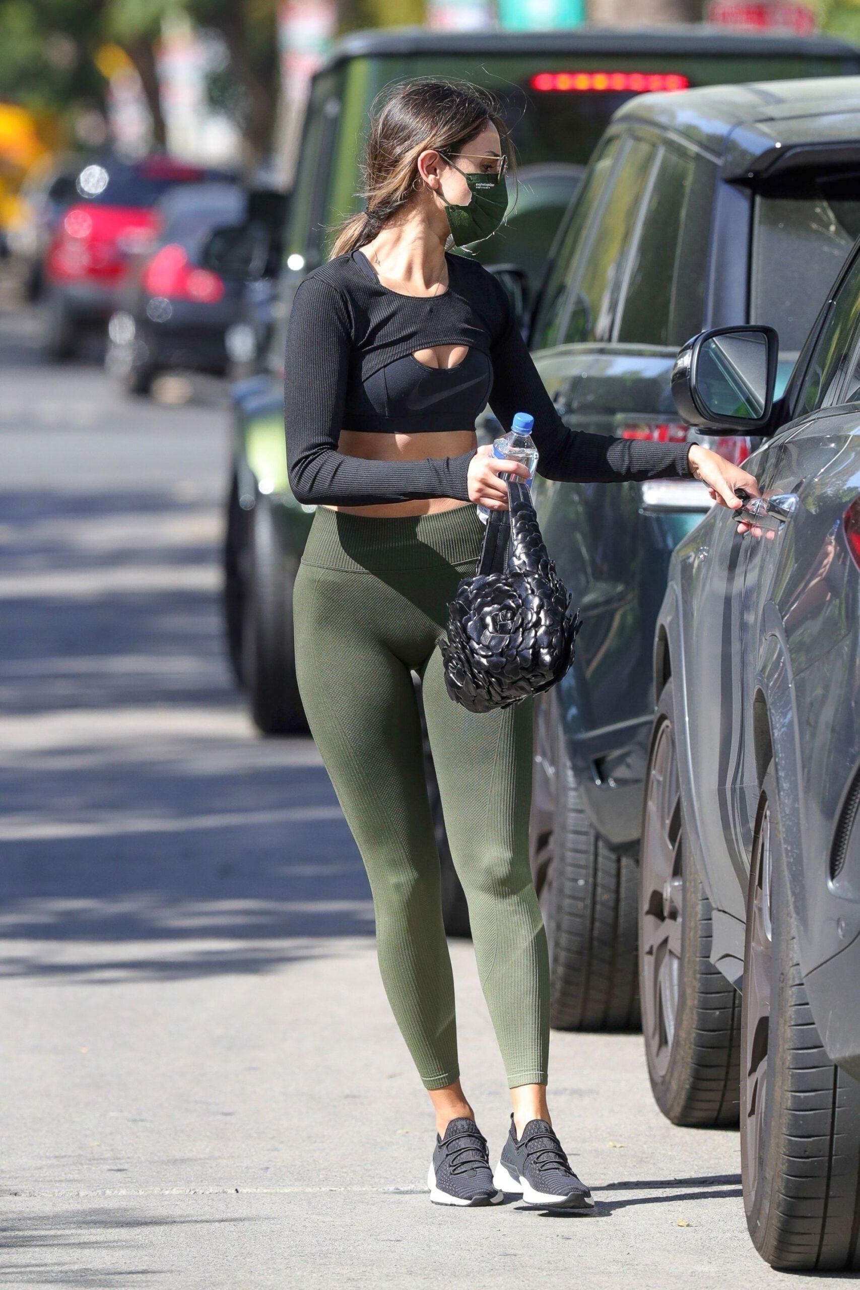 Eiza Gonzalez In Leggings