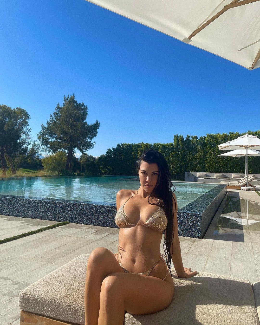 Kourtney Kardashian Beautiful Boobs In Bikini