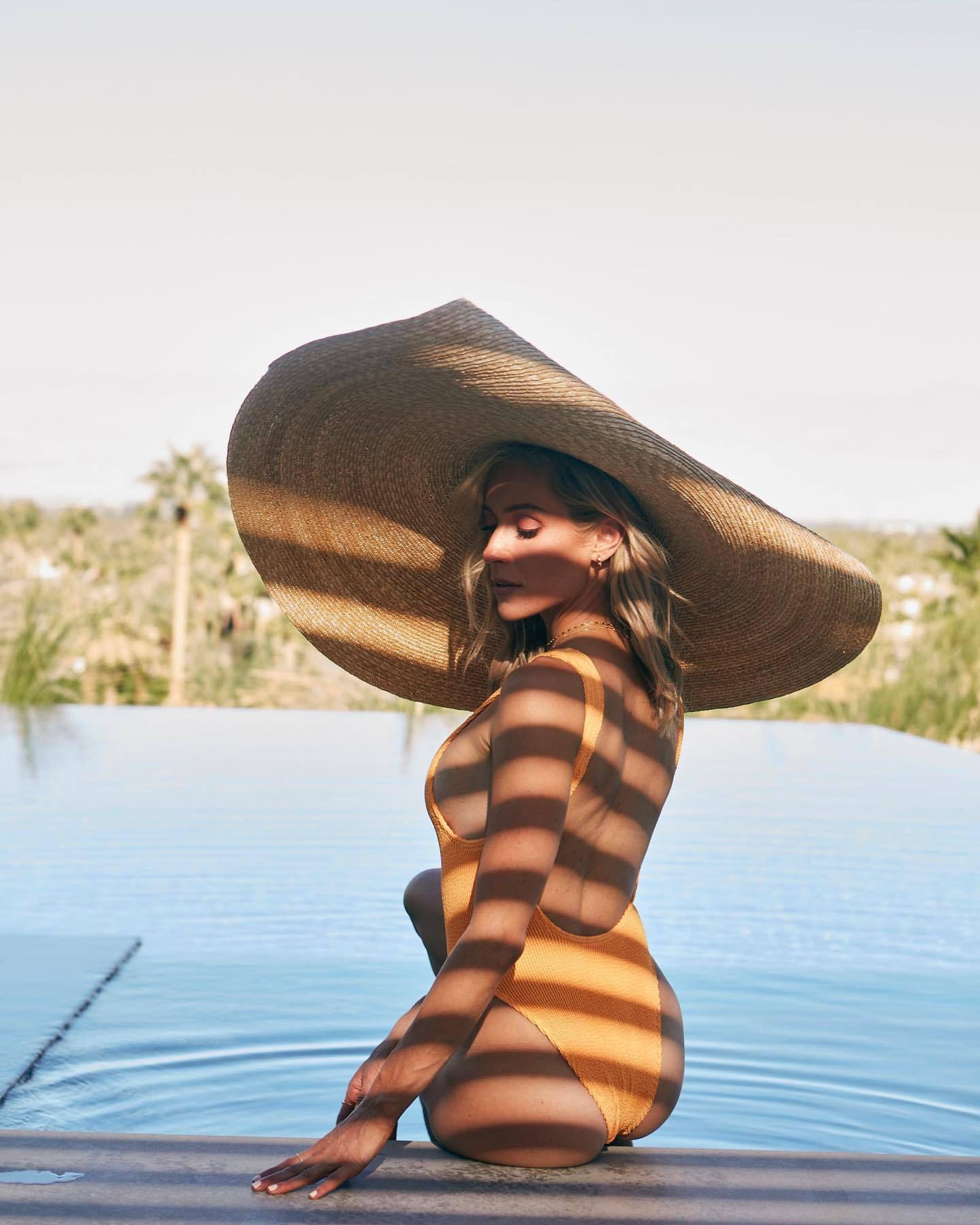 Kristin Cavalari Sexy Ass In Swimsuit