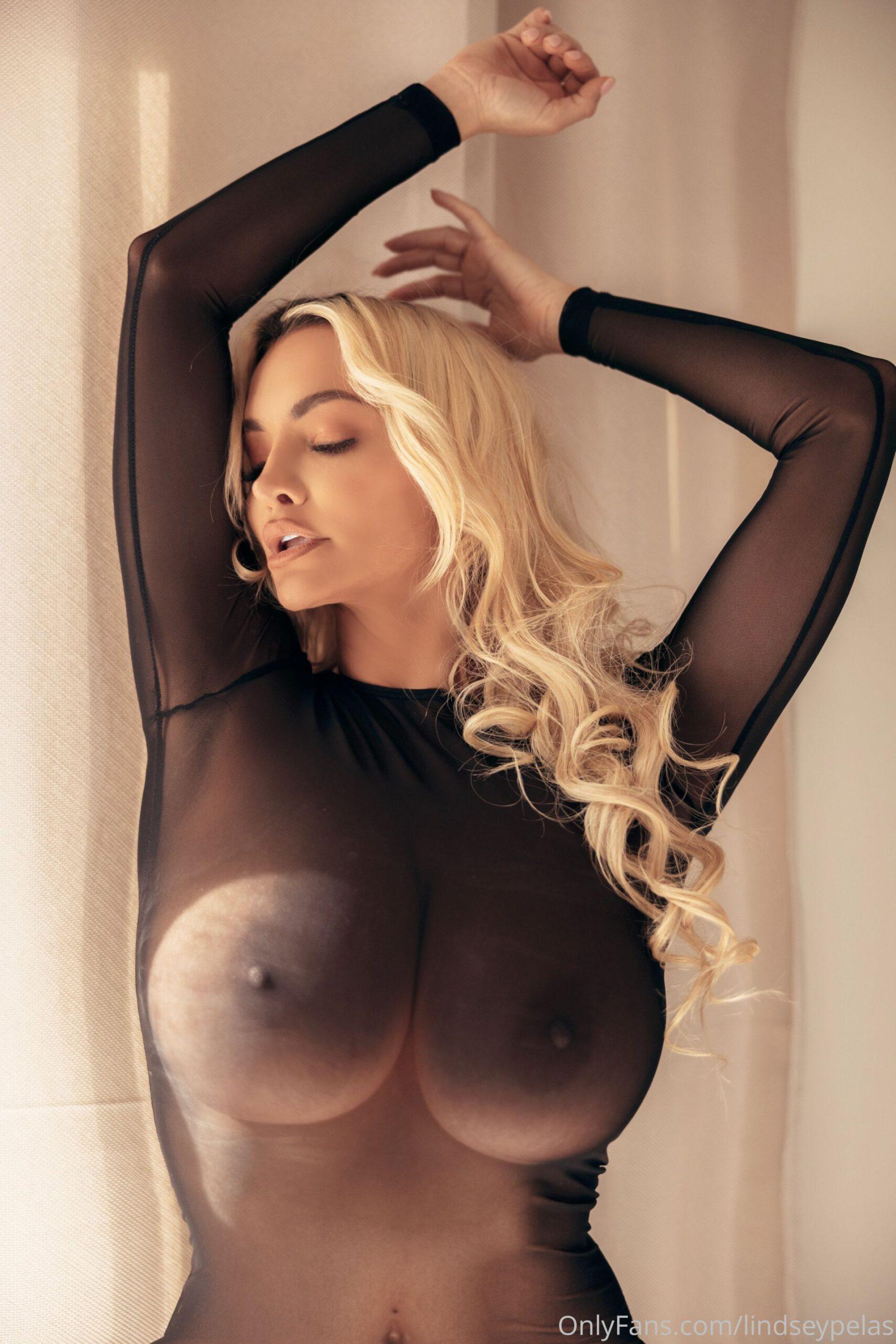 Tits lindsey pelas Lindsey Pelas