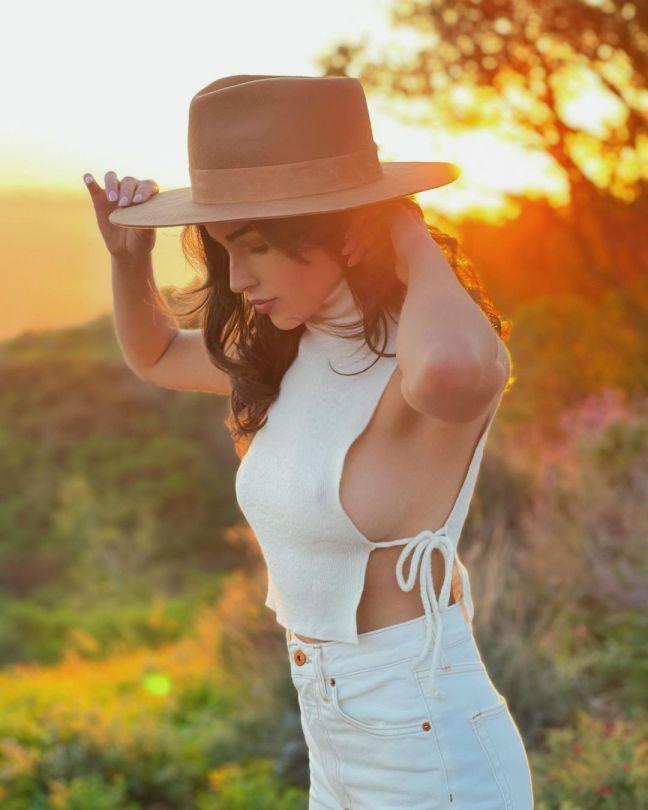 Olivia Culpo Braless Side Boobs