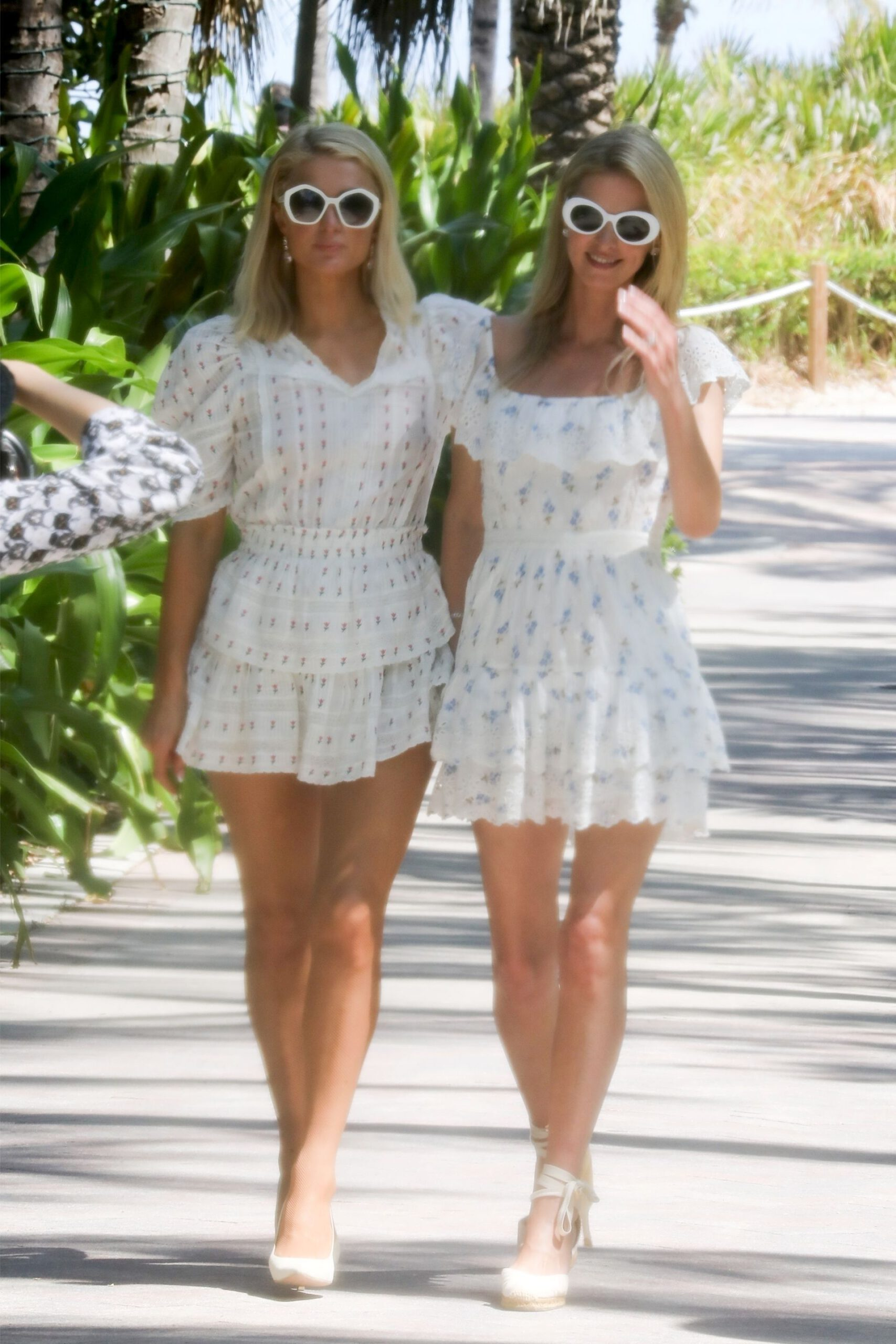Paris And Nicky Hilton Leggy