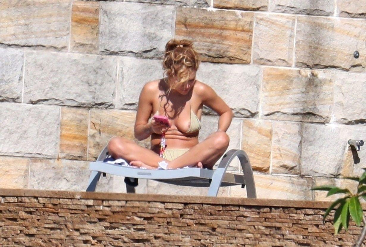 Rita Ora Sexy Nipslip