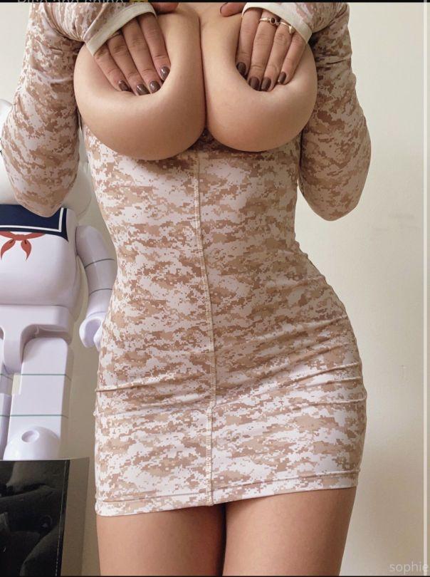 Sophie Mudd Topless