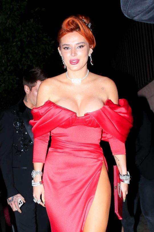 Bella Thorne Pantyless
