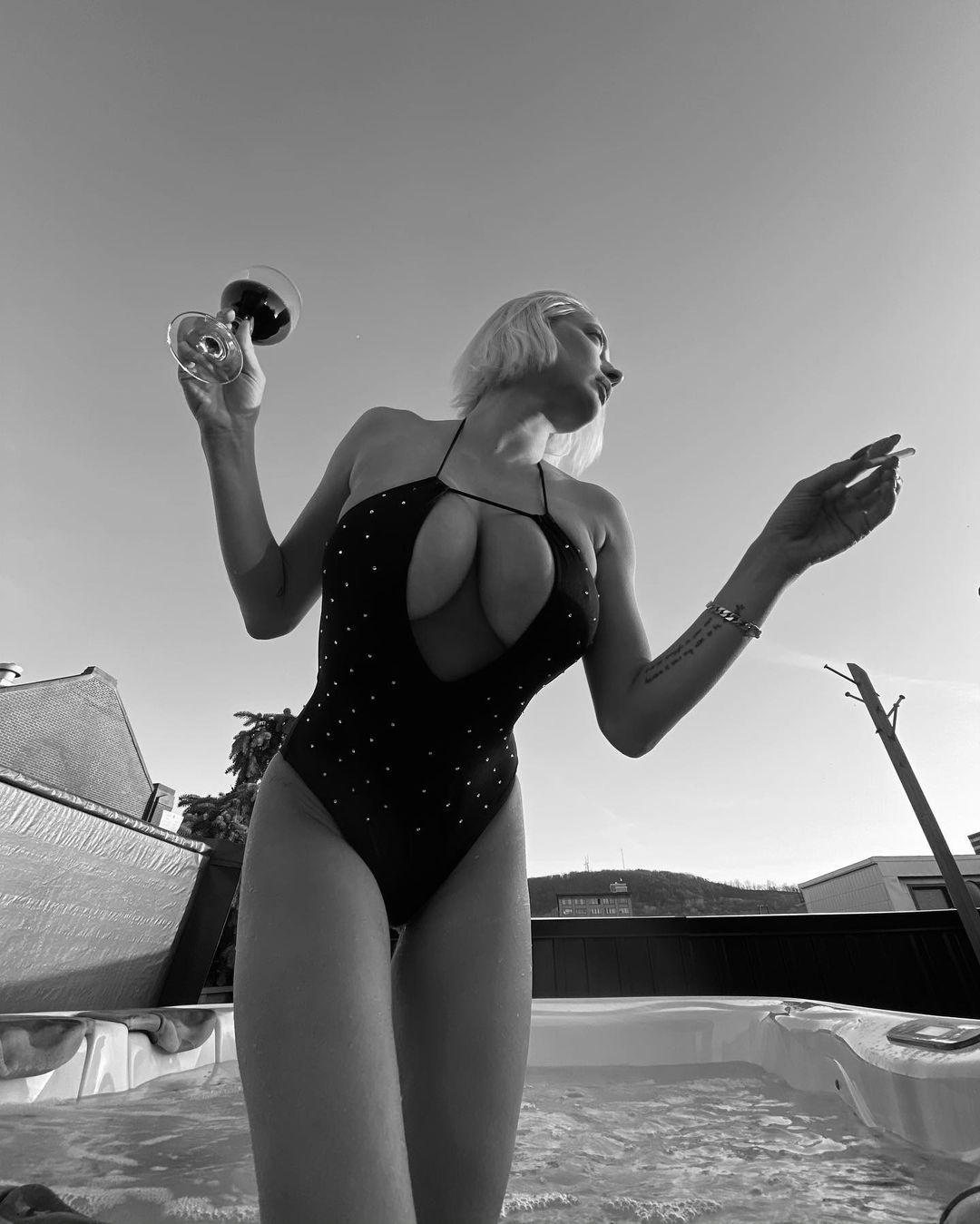 Caroline Vreeland Sexy Big Tits