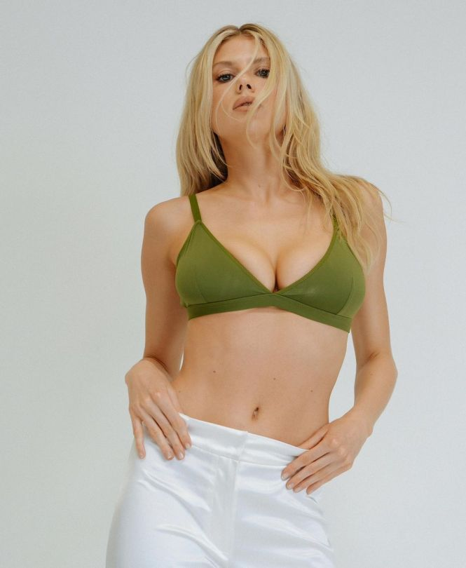 Charlotte Mckinney Big Boobs