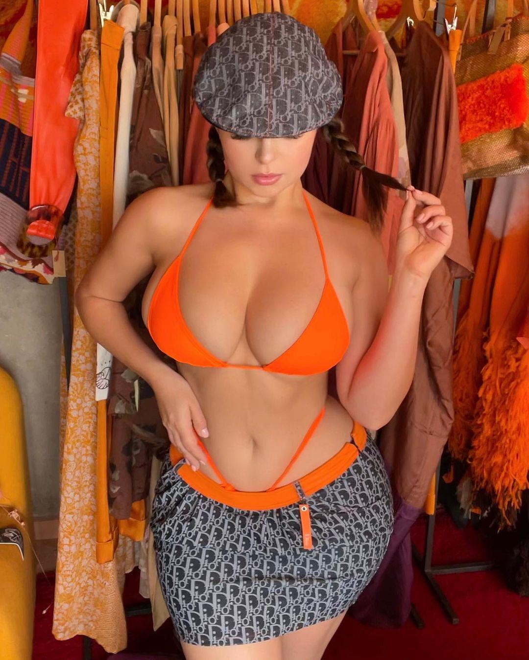 Demi Rose Mawby Hot Curves