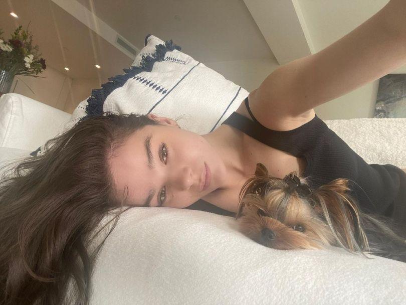 Hailee Steinfeld Selfie With Dog