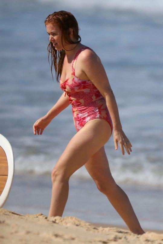 Isla Fisher Beautiful In Swimsuit