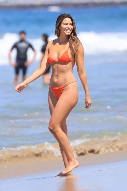 Jennifer Lahmers Sexy In Bikini