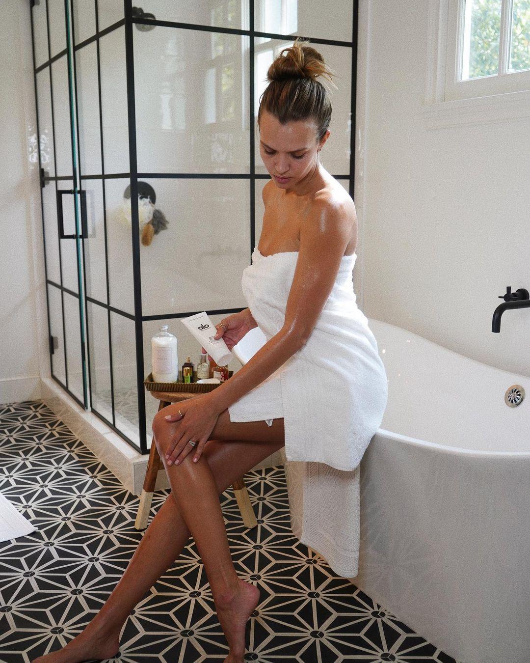 Josephine Skriver In Towel