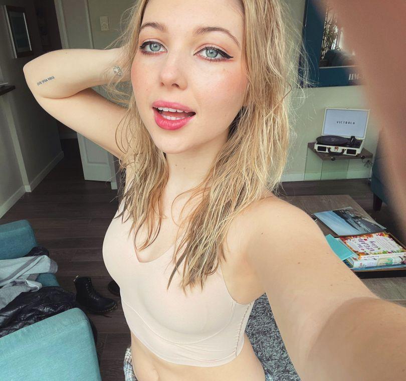 Sammi Hanratty Sexy Selfie